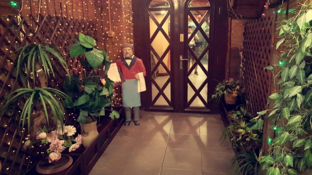 مدخل المطعم