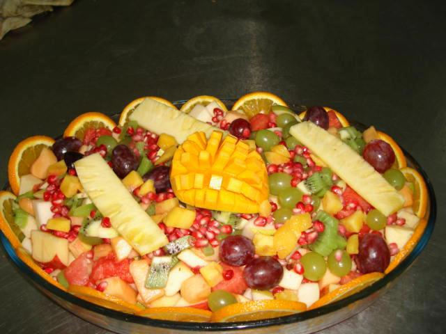 All types of Assorted Fruits available